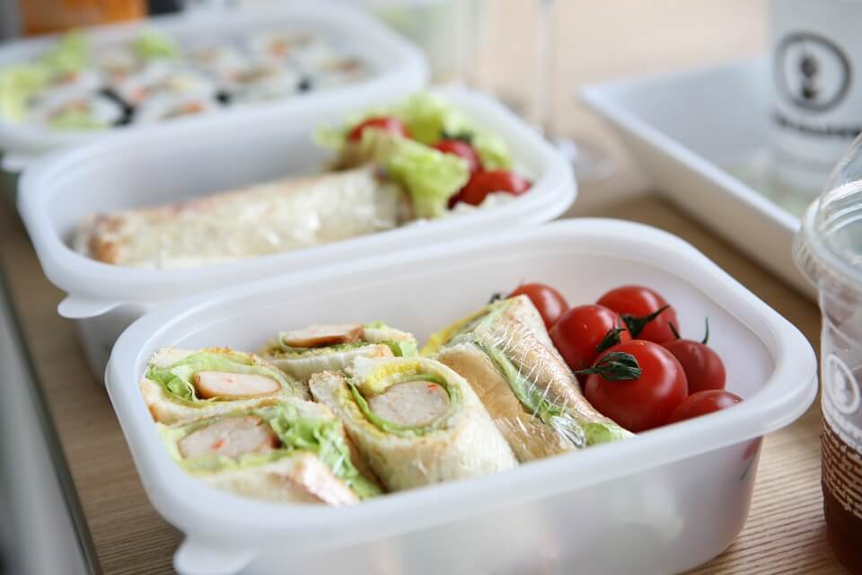 Are we serving up healthy school lunches?