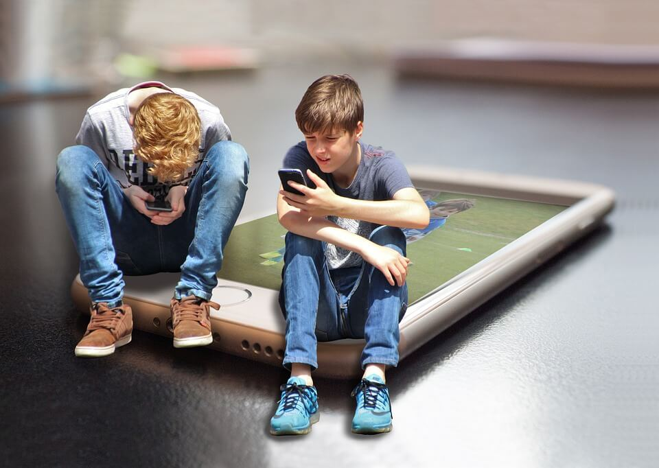 "Is your child addicted to the ""screens""? Here's how you can change that."